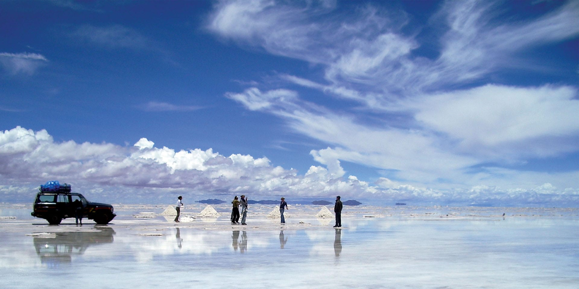 What Is An Airstream >> Deluxe Airstream Camper Uyuni Salt Flats - Contours Travel